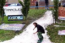 Sníh zasypal sokolovský skatepark, borci předvedli na prknech parádní show