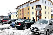 LIDEM NA SÍDLIŠTI chybí parkovací místa.