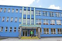 NEJVĚTŠÍ investice potečou letos do základní školy v ulici B. Němcové (na snímku). Město do ní letos investuje 2,3 milionu korun.