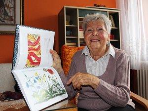 Splněný sen. Naděžda Ševčíková vydala Výběr z celoživotního díla v oboru paličkované krajky a jiné textilní tvorby.