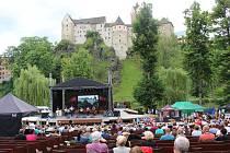 Loketské léto v přírodním divadle pod hradem pokračuje.