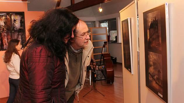 Karlovarští fotografové vystavují v Galerii u Vavřince v Chodově.