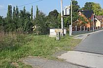 Železniční trať z Kounice do Horního Slavkova nebyla vyňata z provozuschopných. Jezdit se na ní ale nedá, místy chybí koleje.