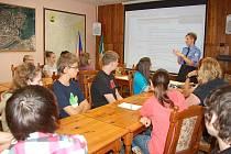 Setkání žáků sedmých až devátých tříd s preventistkou městské policie Hanou Procházkovou.