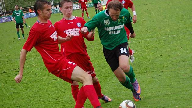 II. fotbalová liga: FK Baník Sokolov - SK Slovan Varnsdorf (v červeném)