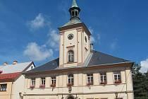Zajeďte se podívat do obce Krásno na Sokolovsku. Ve městě se nacházejí dvě náměstí.