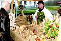 Velkým lákadlem slavností je dobové tržiště s ukázkou řemesel.