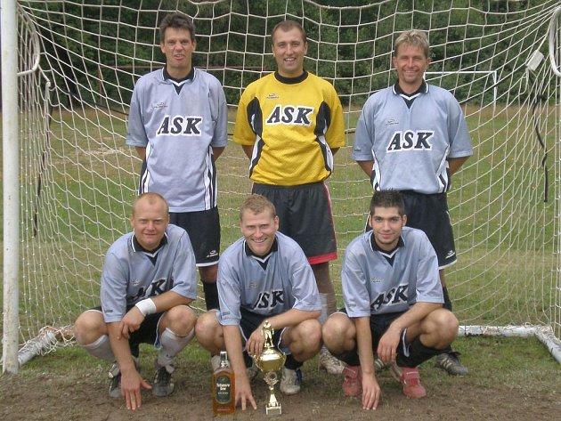 Vítězné mužstvo Rádu.
