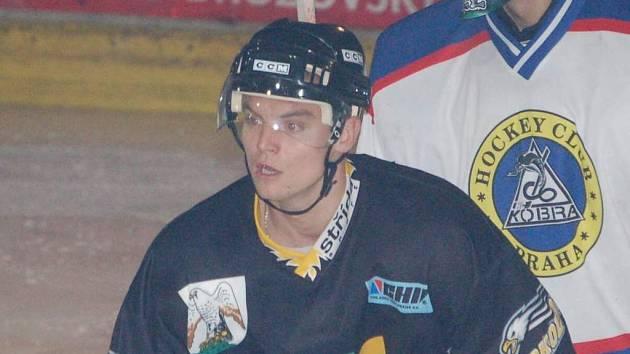 Hokejista Petr Kukla v akci.