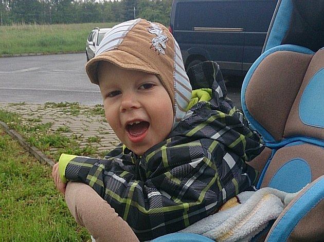 MARTÍNEK Punda trpí dětskou mozkovou obrnou.  Rehabilitační pobyt v Piešťanech by mu mohl pomoci.
