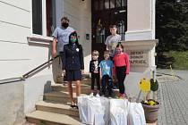 Děti dostaly dárkové tašky a mohou i soutěžit.