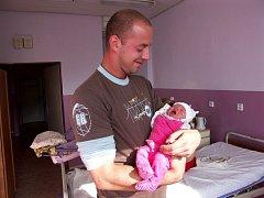 Terezka Kupczaková, nar. 17. 9. 2008, 3300g, 51cm. Pyšný tatínek Petr samozřejmě u porodu nechyběl.