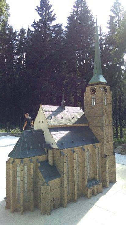 Katedrála sv. Bartoloměje v parku miniatur Boheminium.