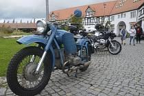 Motorkáři na svatého Václava zamířili jako tradičně na statek Bernard v Královském Poříčí.