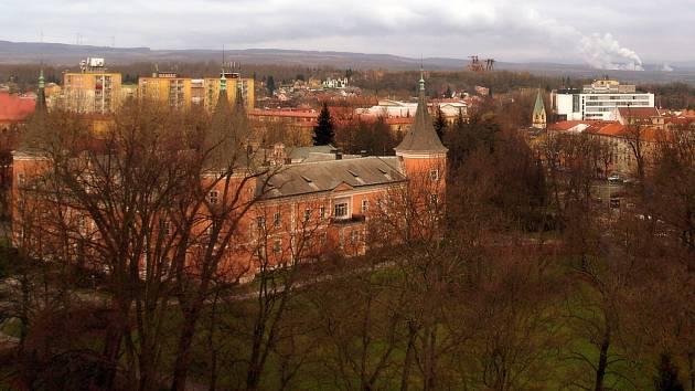 Sokolov je obklopen doly a stavební parcely se hledají těžko.