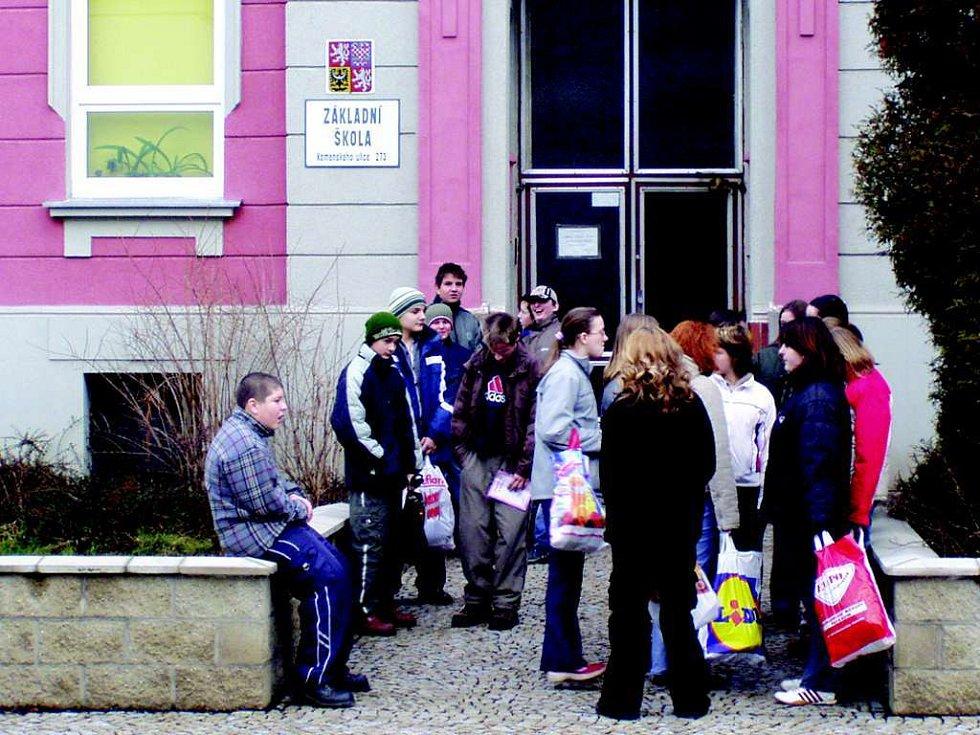 Budovu školní budovy v Komenského ulici (na snímku) by mohla v budoucnu doplnit nová přístavba.