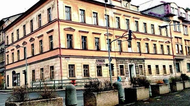 Opuštěné a zchátralé domy v centru Kraslic