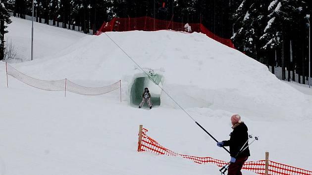Sněhový tunel v Bublavě.