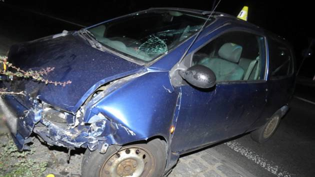 Riskantní jízda řidiče s třemi promile skončila na ´kruháči´.