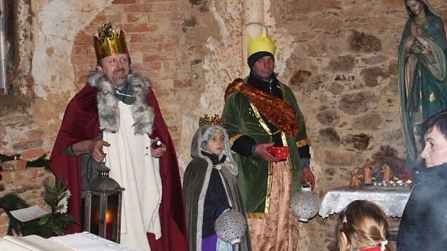 Průvod v čele se třemi králi došel až na hrad Hartenberg, kde se v kapli sv. Tří králů konala slavnostní tříkrálová mše.