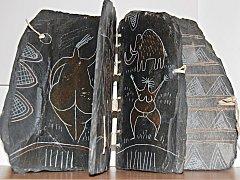 Břidlicová kniha z doby kamenné z dílny Dalibora Nesnídala je jedním z exponátů na výstavě Ze sbírek knižní vazby.