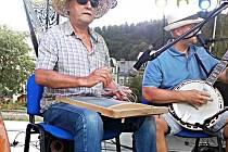 STAROSTA Stříbrné Boris Jirsík hraje na valchu už více než deset let se skupinou Černý nebožtík band.