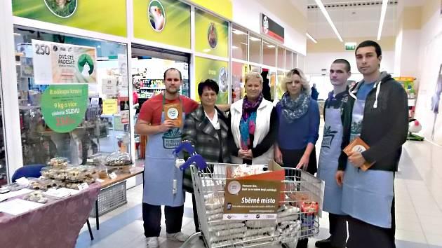 VL NU  solidarity projevili lidé v Karlovarském kraji a zapojili se do potravinové sbírky.