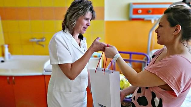 Maminka Tereza Jansová porodila v sokolovské nemocnici malého Dominika, který byl letošním pětistým miminkem.