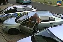 Muž přijel k výslechu autem, měl přitom zákaz řízení.