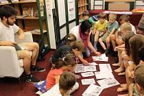 Rolí předčítačů se letos chopili studenti ze střední průmyslové školy. Různými aktivitami si děti připomněly předcházející děj.