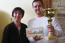 Vítězný Martin Weber se starostkou Dolního Rychnova Annou Klímovou