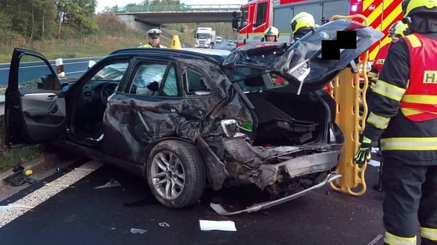 Nehoda osobního auta na dálnici D6.