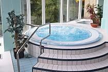 Relax v krytém bazénu dostal zcela nové zázemí.