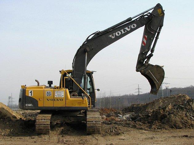 Těžká technika už začala s přípravou průmyslové zóny.