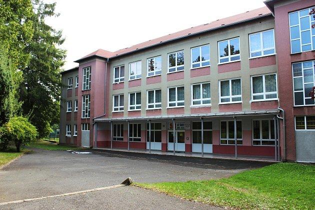 Základní školu ve Školní ulici povede dál Milan Kovářík.