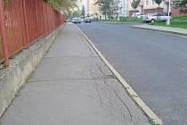 CHODNÍK ve Sportovní ulici v Lokti.