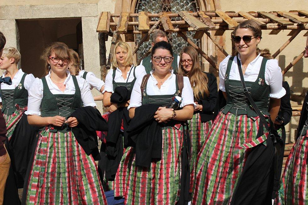 Oslavy 20 let partnerství Lokte a Illertissenu na nádvoří hradu a v amfiteátru.