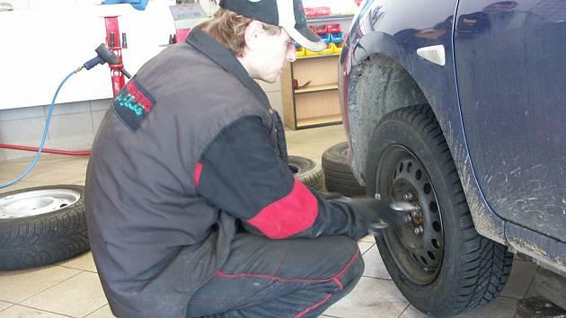 Hlavní nápor očekávají pneuservisy při avizovaném oteplení