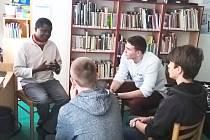 Studenti se díky projektu seznamují s příběhy a zkušenostmi členů různých menšin.