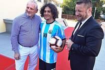 Diváky festivalového snímku v Sokolově vítal Maradona.
