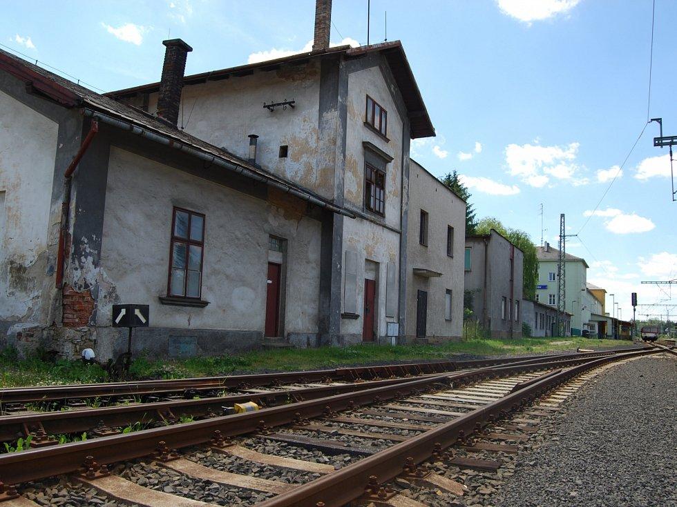Příjezd do Sokolova od Karlových Varů