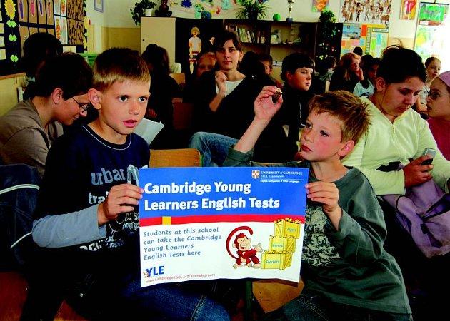 Na základní škole v ulici Rokycanově v Sokolově se konaly Cambridgské zkoušky