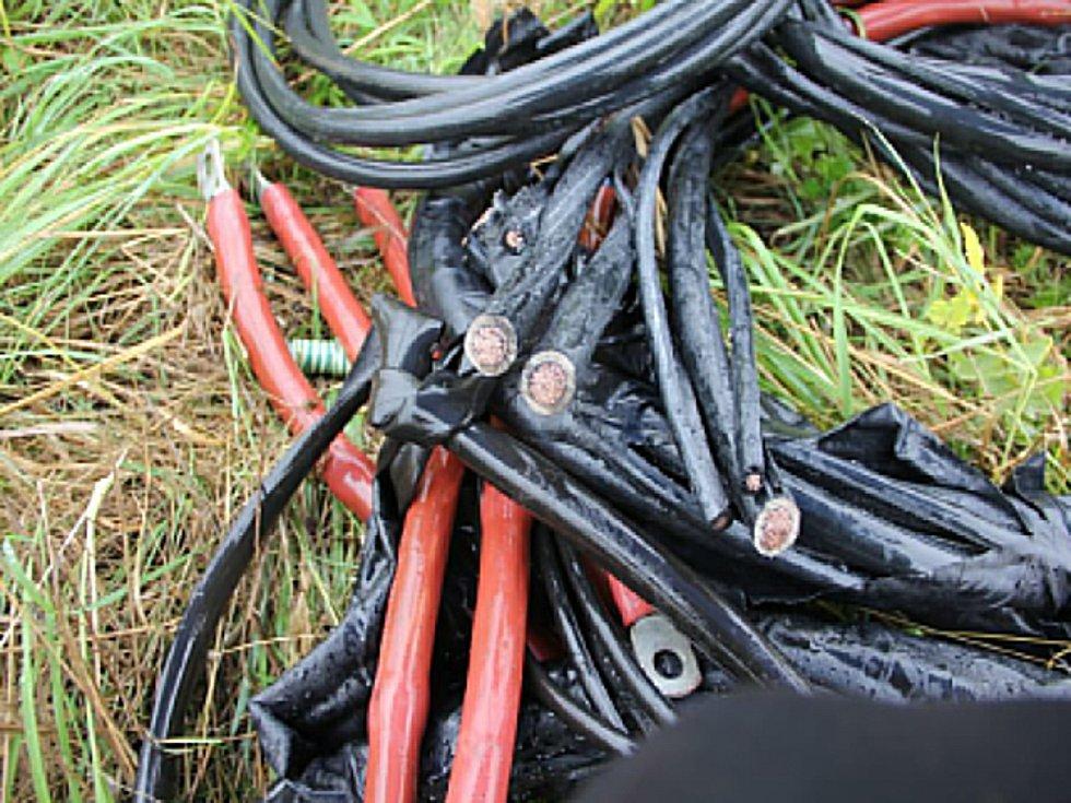 Odcizené kabely.