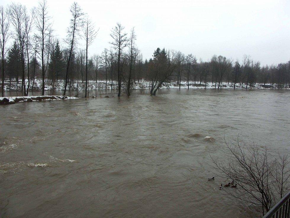Rozvodněná řeka. Il. foto.
