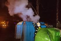 Hasiči zasahovali v kraji hned u několika požárů.