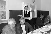 Slavnostního obědu se zúčastnilo 51 současných i bývalých pedagogů