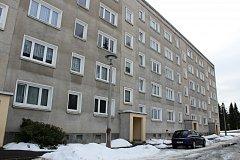 NĚMECKÉ MĚSTO Klingenthal sousedící s Kraslicemi přijalo první zahraniční uprchlíky. Ubytovalo je v místním panelovém domě. Na poštovních schránkách se už dokonce objevují jejich vizitky.