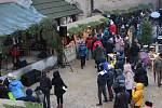 Krušnohorskými vánočními trhy ožil opět po roce o víkendu loketský hrad i náměstí T.G.M.