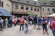 Tradiční historické slavnosti se v Lokti konaly jak na náměstí, tak i na hradě. A k vidění toho bylo opravdu hodně.