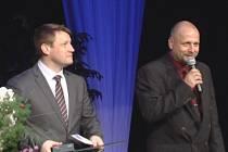 Režisér divadelníků Martin Volný (vpravo) byl loni oceněn za dlouhodobou aktivitu v kulturní oblasti